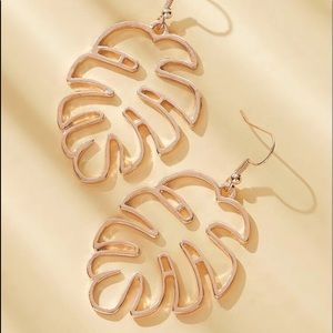 Hollow out palm earrings rings